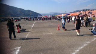 佐伯犬祭 トイレットペーパーリード競争の写真